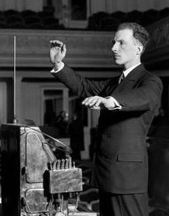 History of electronic music - Electronic Music of Brainvoyager - Léon Theremin demonstrating the theremin in 1927